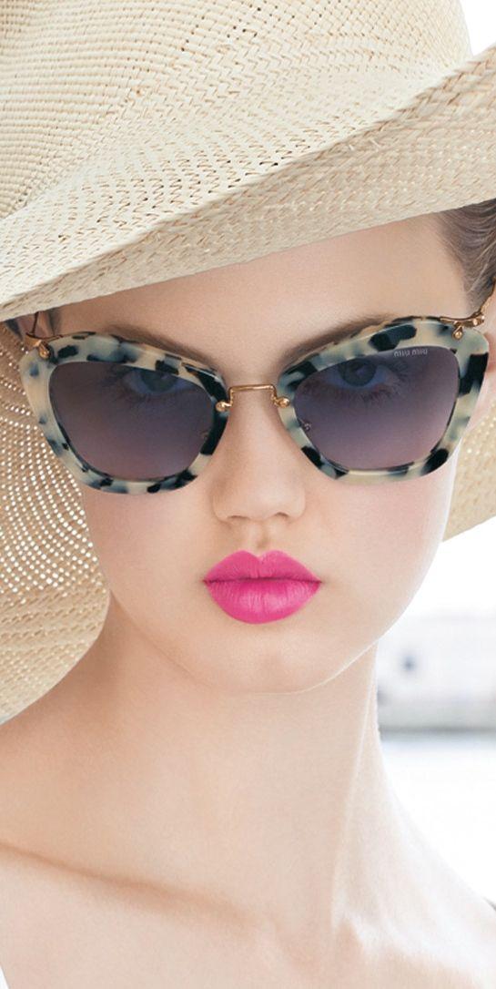 00ff6ecca3918 Miu Miu Noir é ideal para a mulher moderna  sofisticação e praticidade em  um unico modelo.  compreoseu  compreonline  oticaswanny  sunglasses  oculos   sol ...