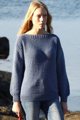 de340c159c1 Gratis strikkeopskrifter: Den helt enkle sweater er strikket af ens for- og  bagstykke og med lige tilsatte ærmer
