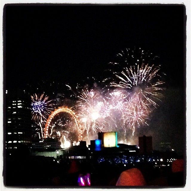 #newyearseve #London #fireworks! #HappyNewYear! Get the KookyLondon #App>> https://itunes.apple.com/gb/app/kooky-london/id625209296?mt=8 #ig_London #London #igLondon #London_only #London_gram #UK #England #GreatBritain #British #iPhonesia #iPhone #kooky #quirky #weird #photofthday #photography #picoftheday #igerslondon #londonpop #lovelondon #timeoutlondon #londonlife #instalondon #londonstreet #click_london #Padgram