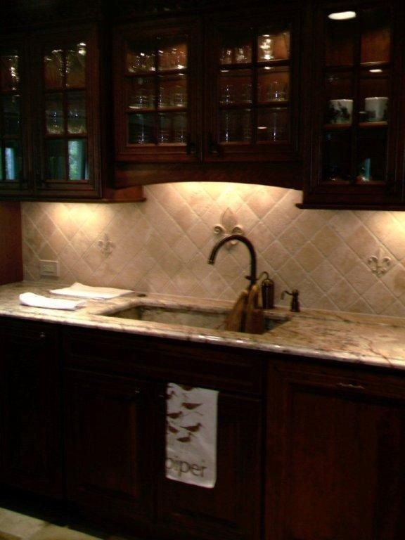 Fleur de lis tile backsplash … | Home in 2019 ...