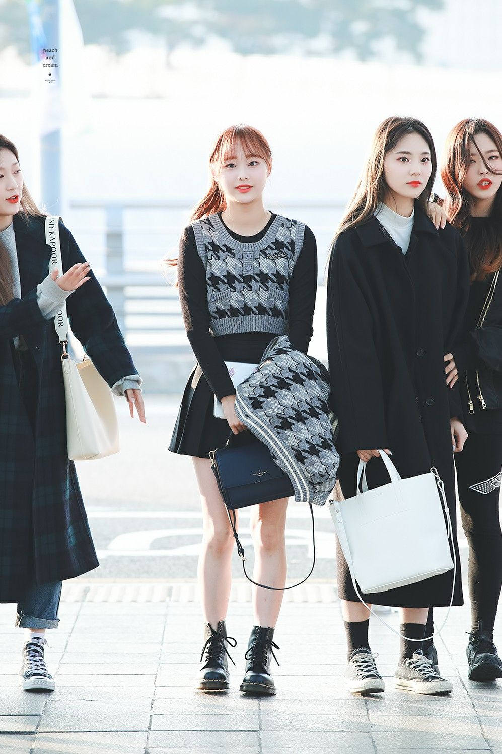 Loona Chuu 191124 Incheon Airport Vietnam Kpop Girls Kpop Outfits Fall Winter Outfits