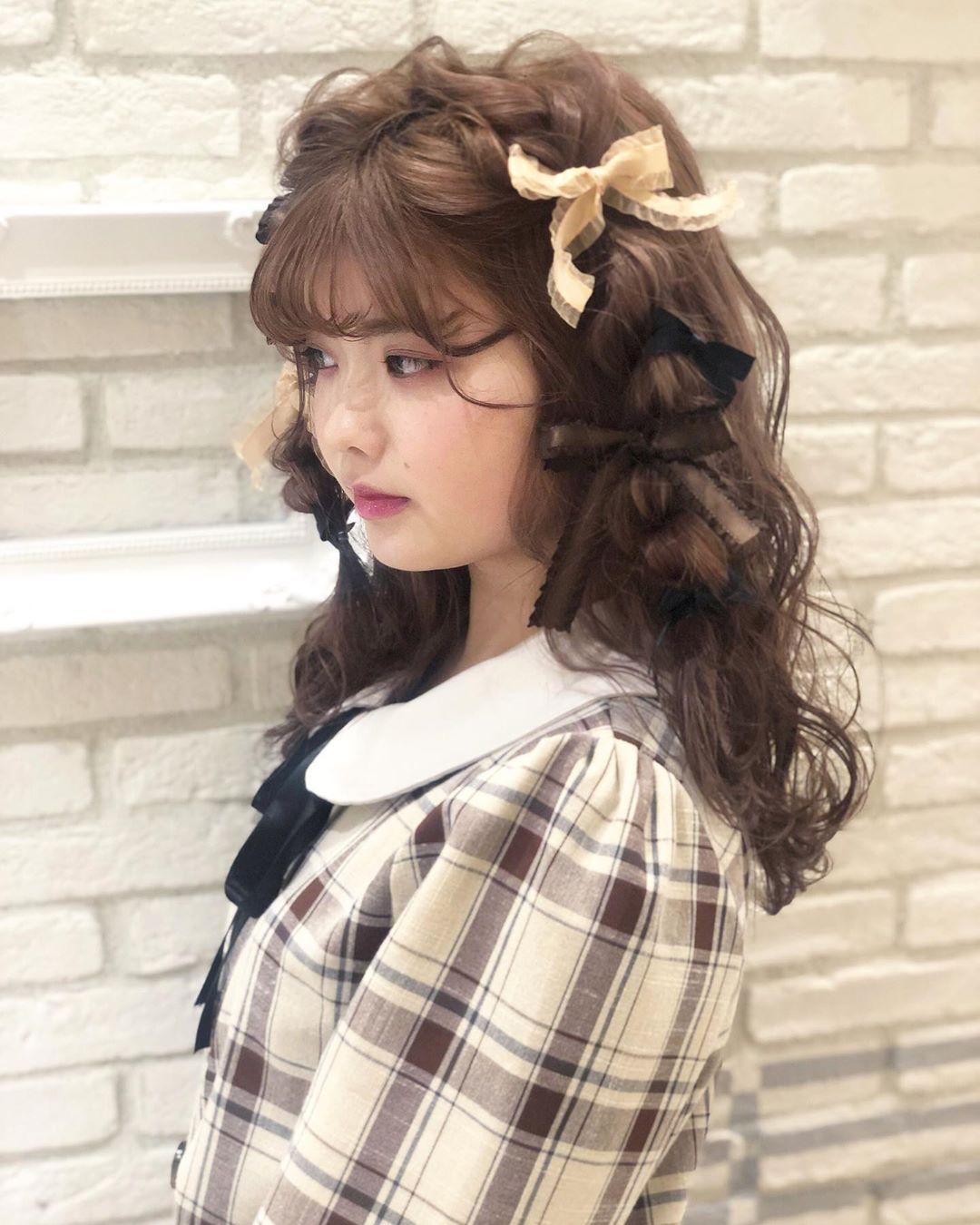 夏山 有紗/セルフアレンジ/ボブアレンジ🧸❤︎はInstagramを利用しています:「ゆるふわ波巻き×ロープ編み✂︎ メイク、ファッション、リボンをチョコレートカラーでまとめました🍫❤︎ #美容学生 #作品撮り #ありちゃりへあー #kawaiiがーる🎀」