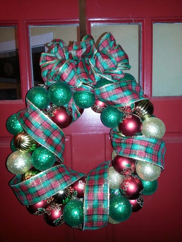 Quick and inexpensive wreath using wire hanger