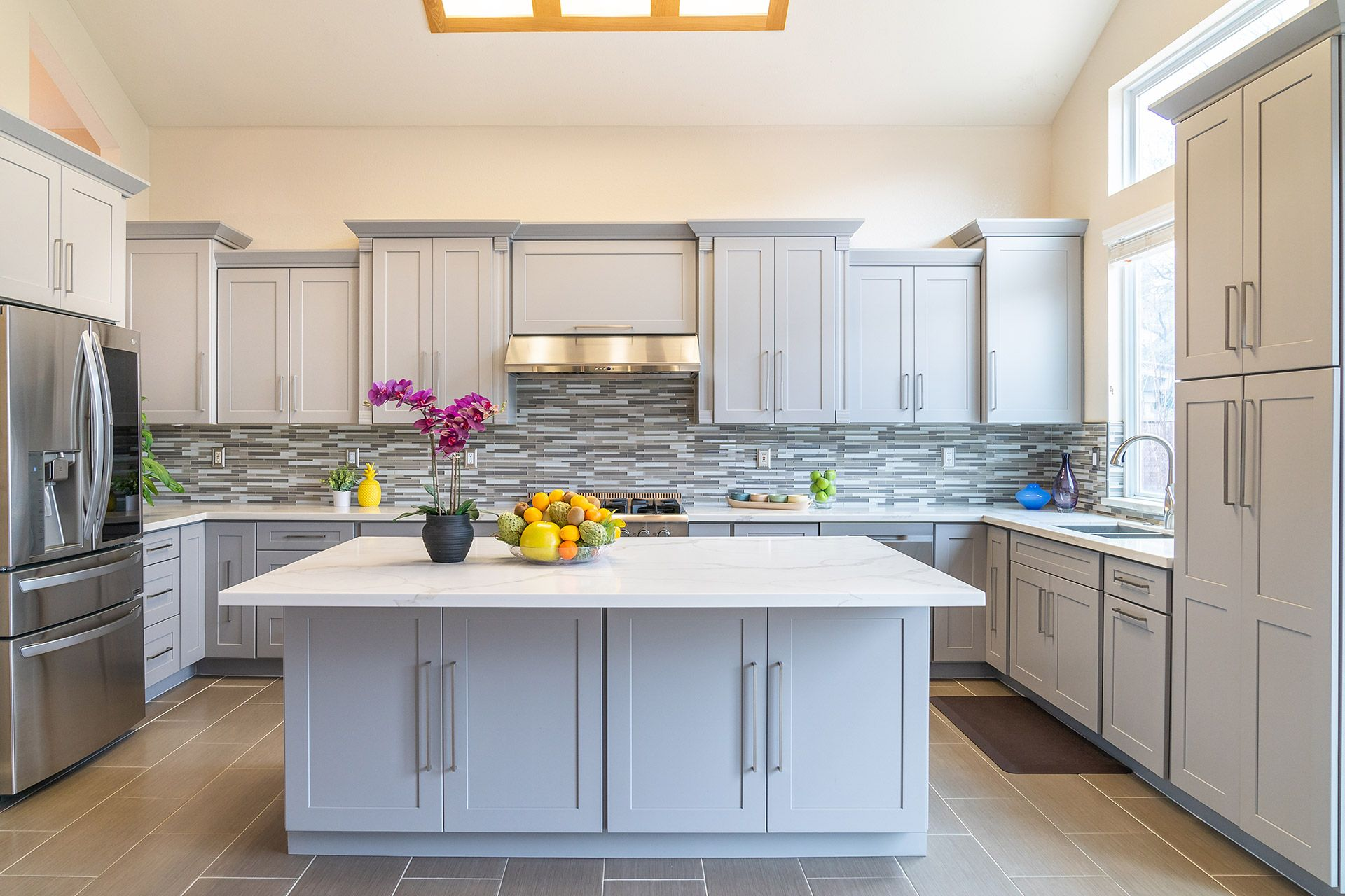 Pin By Nhut Pham On Real Estate Photography In 2020 Beautiful Backsplash Kitchen Cabinets Cabinet