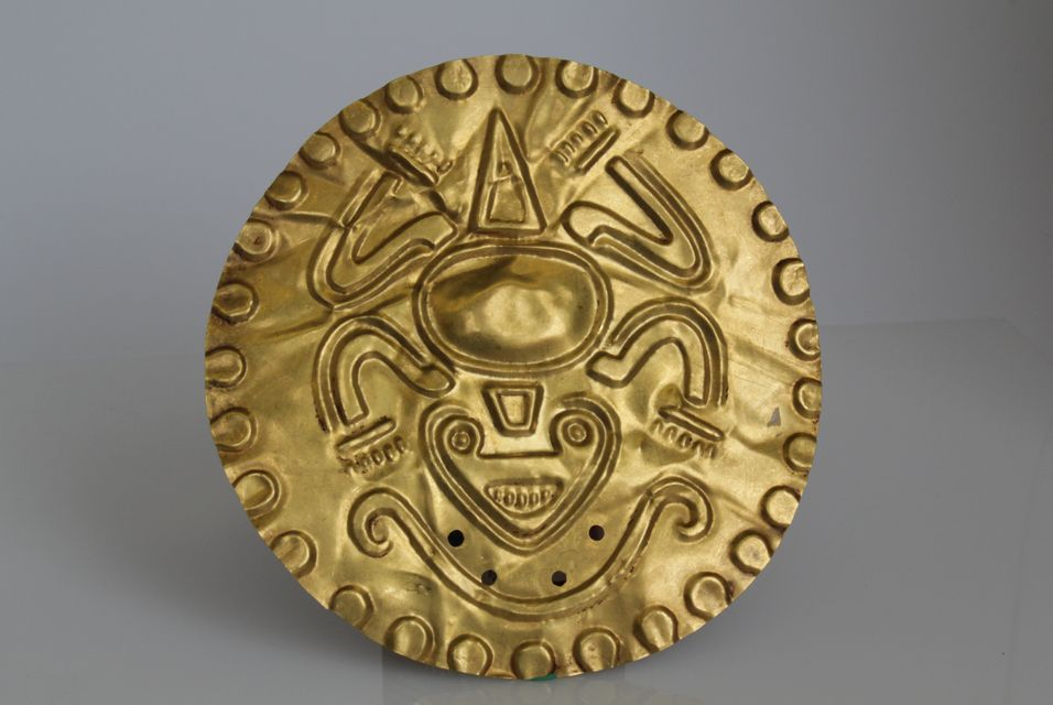 PreColumbian gold Sun disc with frog Photo Faberge Museum GOLD I