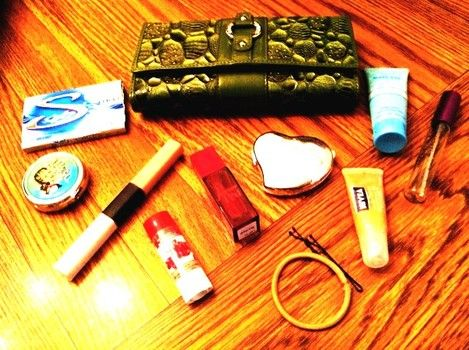 what to put in a purse