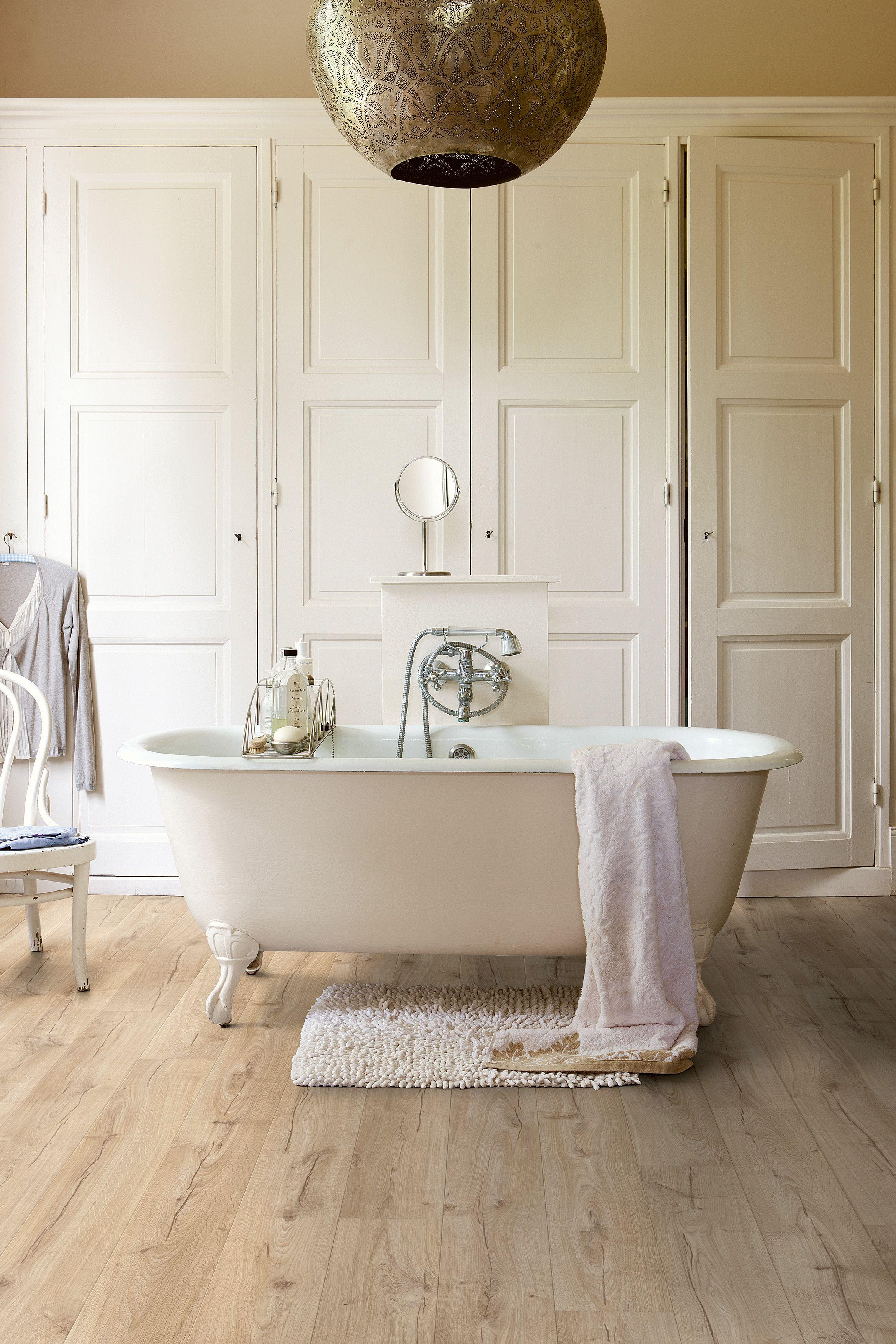 Hermoso cuarto de #baño con tarima vinílica en terminado ...