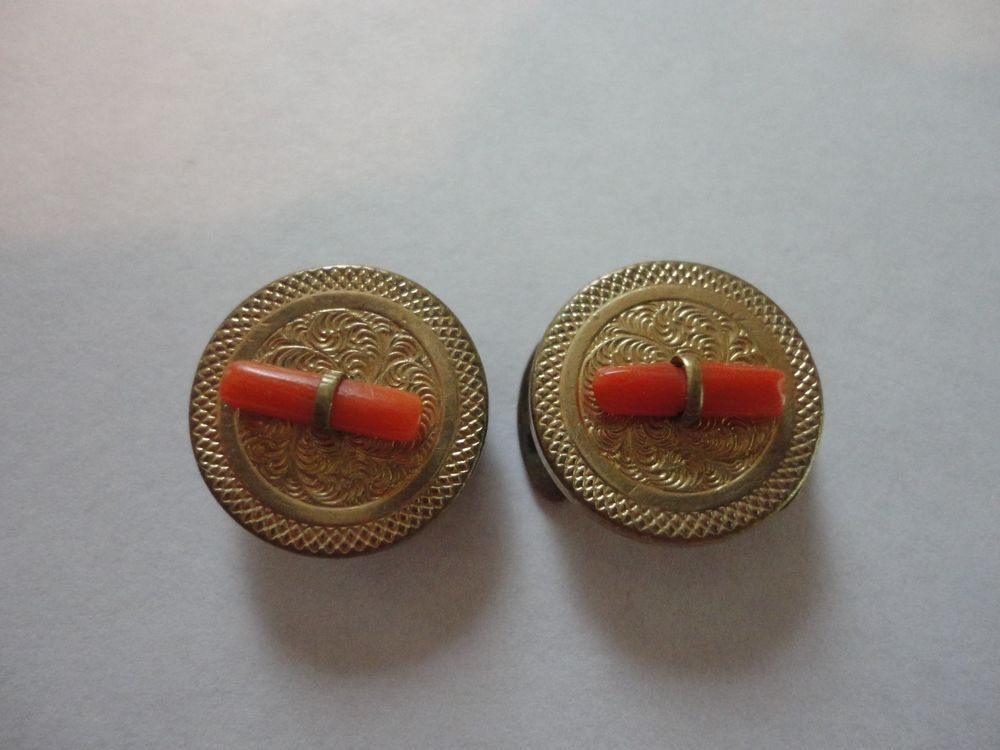 ANTIQUE VICTORIAN ROSE GOLD FILLED  CORAL - Collector Note - 2 footed stationary stud back