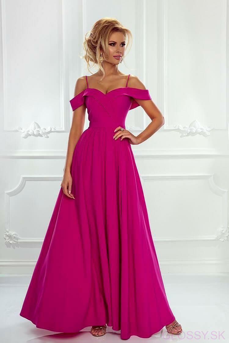 ab60b50444 Výnimočne zmyselné večerné šaty s holými ramenami na tenkých ramienkach.  Rázporok na dlhej padavej sukni