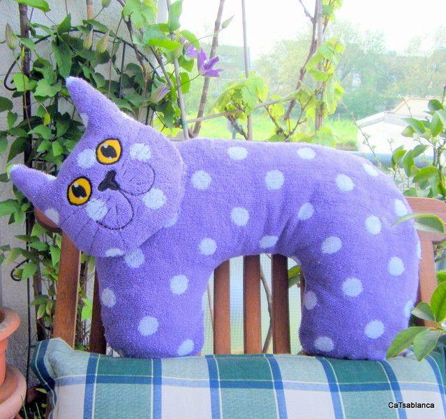 Kitty Neck Pillow