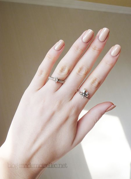 zoya shay - this is a decent nudie/beige/pink for me, and started a <3 for zoya :)