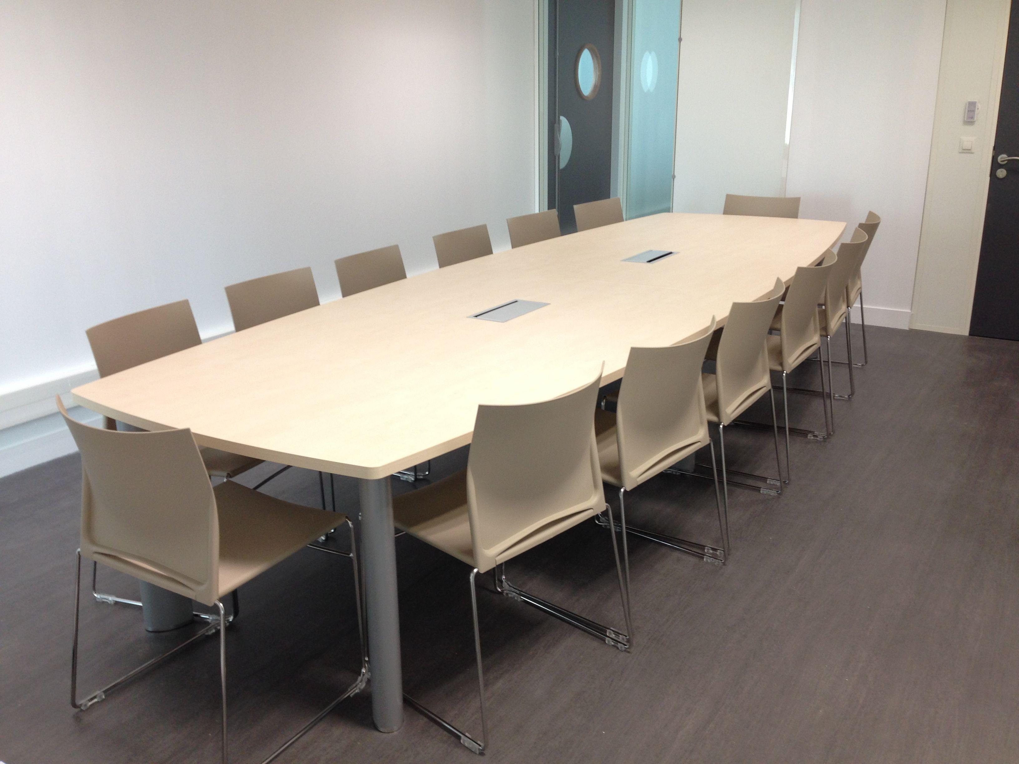 salle de r union quip e d 39 une table fr gate clen et de chaises c01 web columbia nos. Black Bedroom Furniture Sets. Home Design Ideas