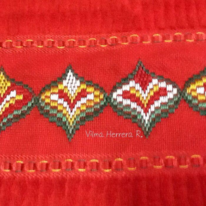 Paño bordado en bargello | toallas bordadas punto recto | Pinterest ...