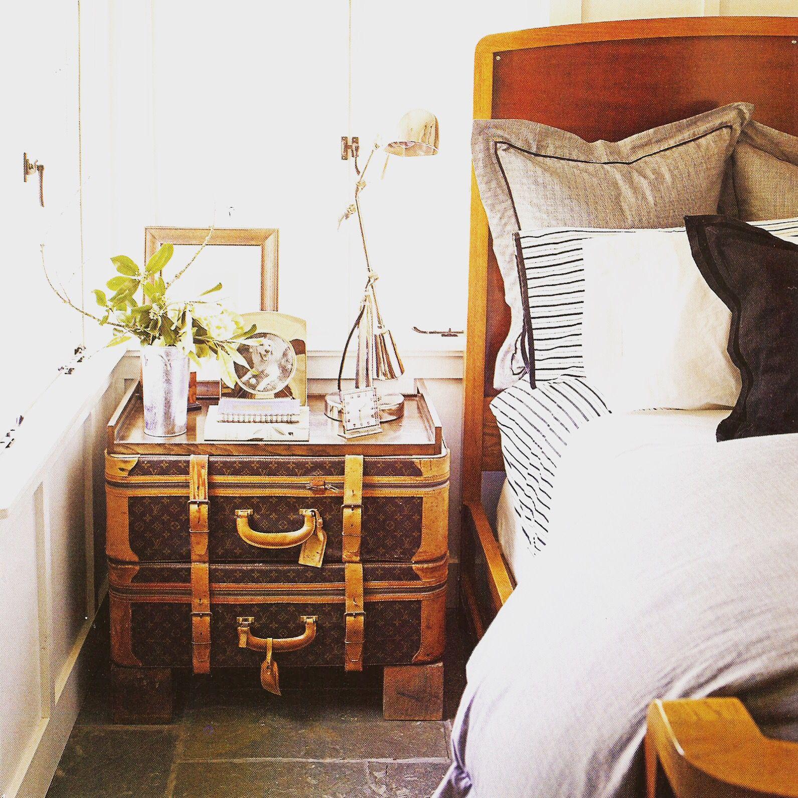 Louie nightstand