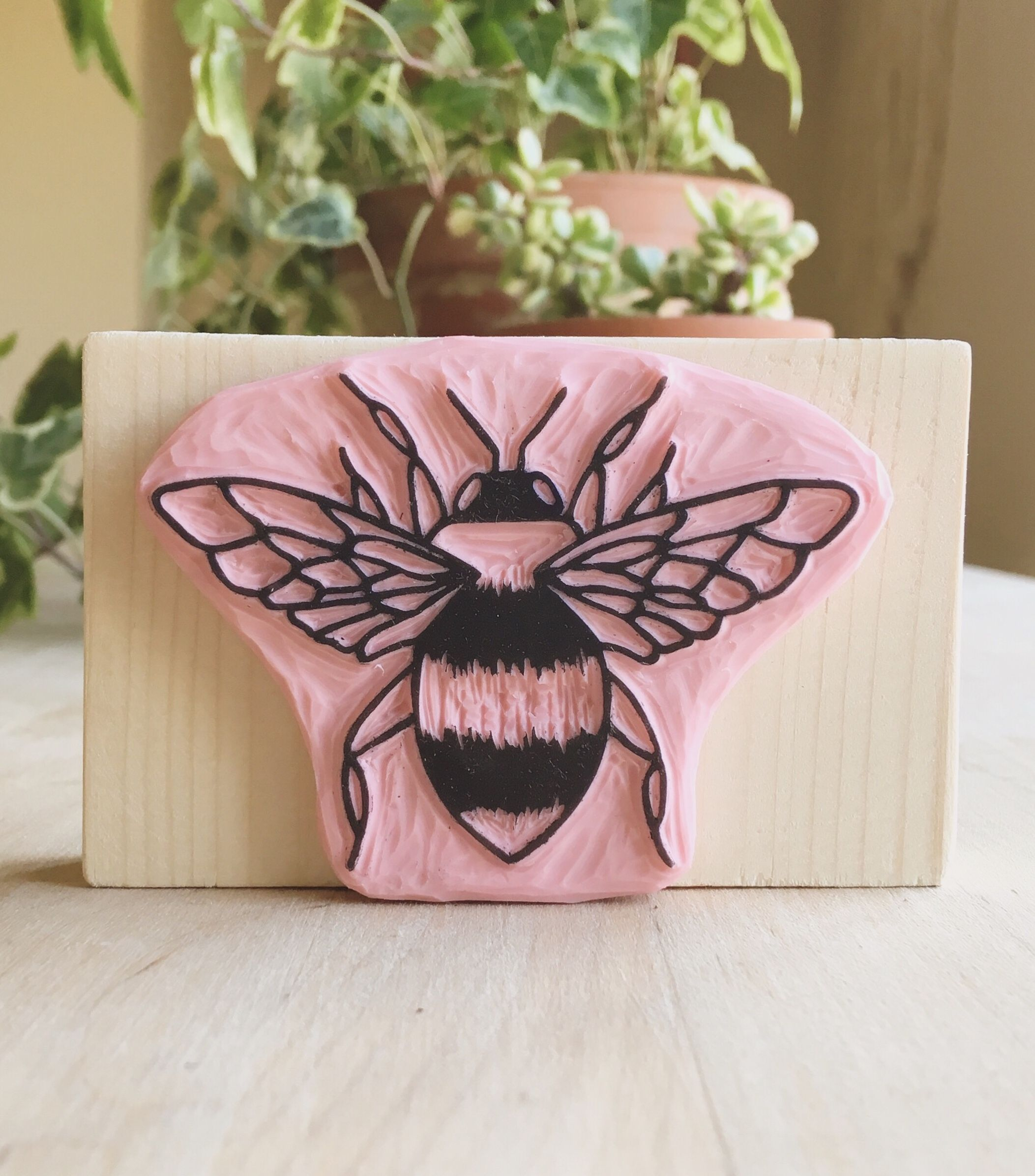 Hand-Carved Bee Stamp // Delightfully Chaotic Co. #rubberstamping