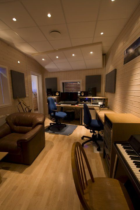 Home office recording studio on pinterest 21 pins for Music room in house