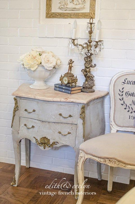 Gorgeous High End Painted Furniture Sure Adds A Nice Old World European Touch Edith Evelyn Vintage Www Edithandevelynvintage