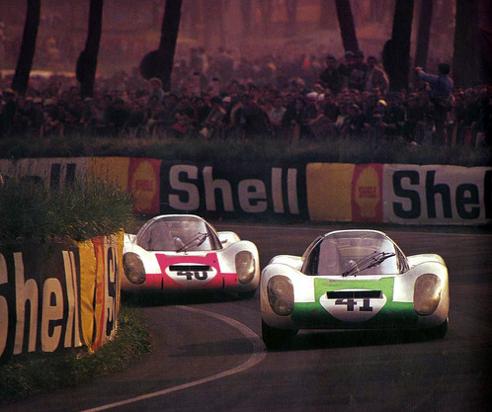 (41) Jo Siffert / Hans Herrmann - Porsche 907LH - Porsche System Enginnering - (40) Jochen Rindt / Gerhard Mitter - Porsche 907LH - Porsche System Enginnering - XXXV Grand Prix d´Endurance les 24 Heures du Mans - 1967 International Manufacturers Championship : Prototypes Unlimited, round 7 - Challenge Mondial, round 4