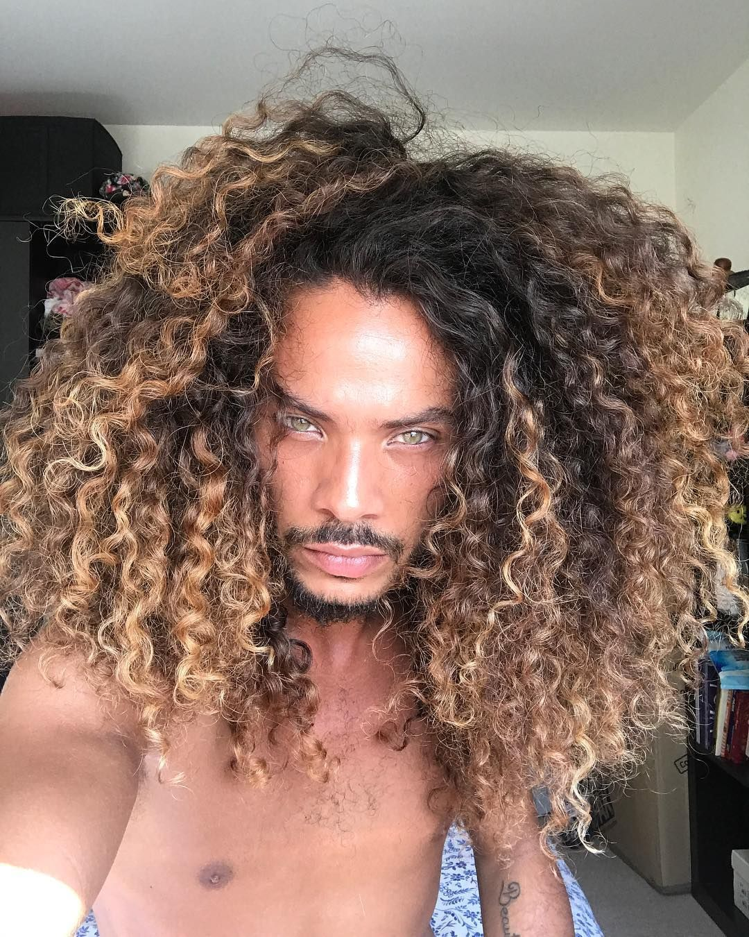 Black Naturally Curly Hair Honey Blonde Highlights Google Search Curly Hair Styles Long Hair Styles Men Black Naturally Curly Hair