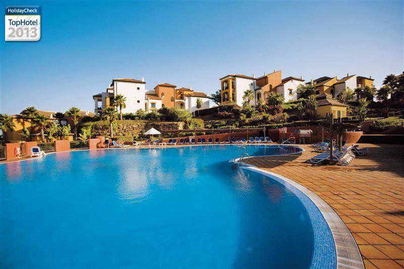 HolidayCheck TopHotel 2013: Club Aldiana Alcaidesa, Spanje. http://www.holidaycheck.nl/hotel-reisinformatie_Club+Aldiana+Alcaidesa-hid_36002.html