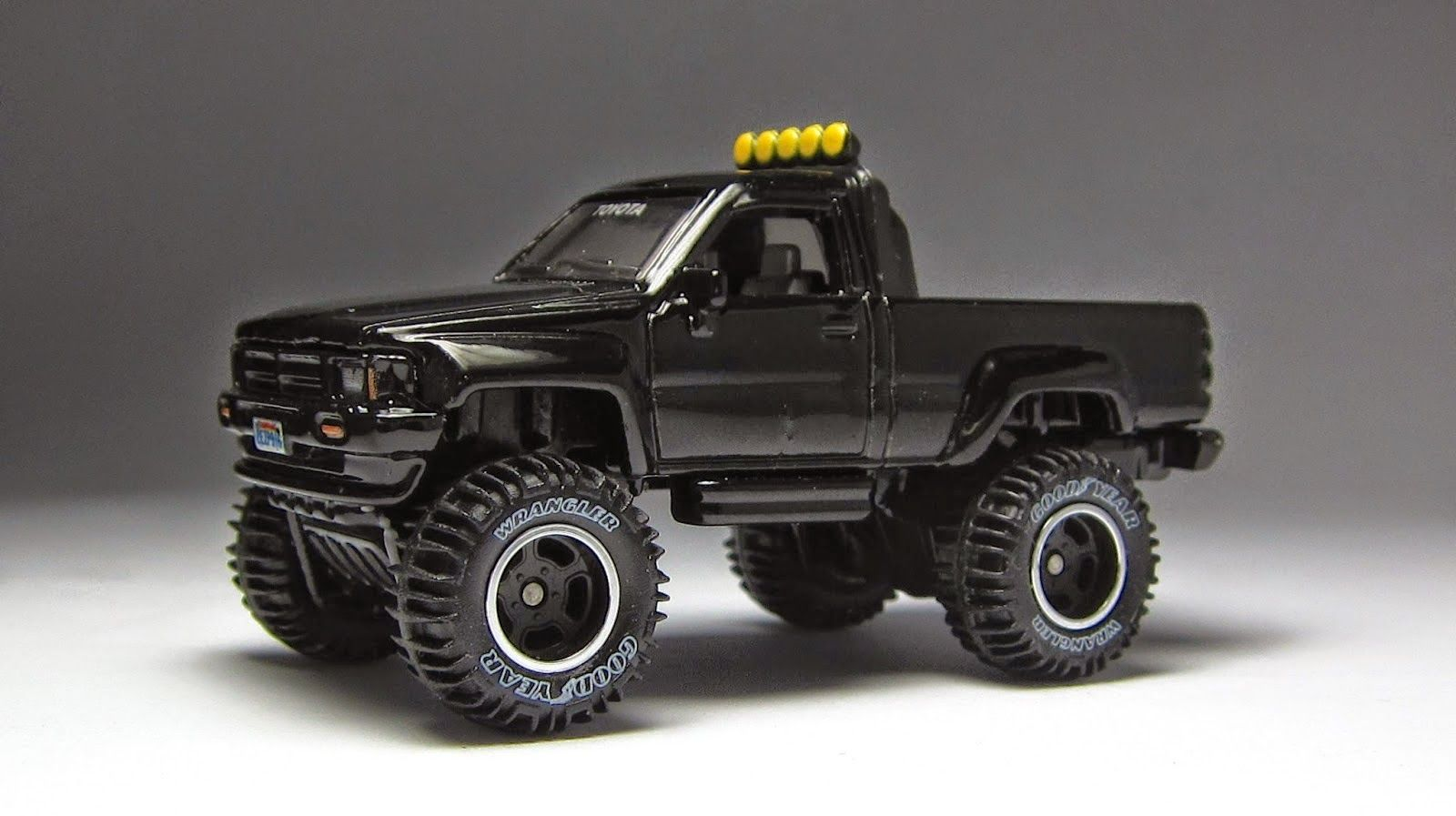 1987 Toyota Pickup Truck from Back to the Future | Customizations ...