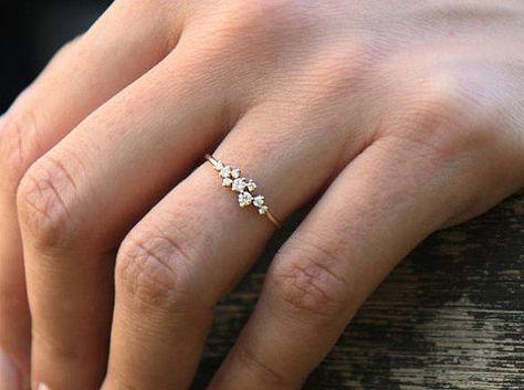 Anillo de racimo en oro de 14 k / Anillo de racimo de diamante / Anillo único de diamantes apilables / Alianza de diamantes / Oferta de viernes negro