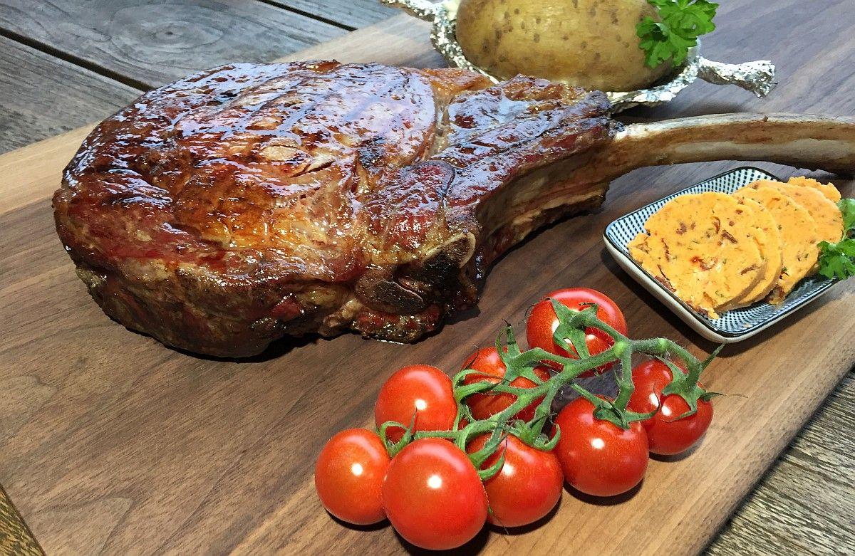 ein tomahawk steak vom grill ist einfach etwas besonderes es ist gro es ist m chtig es ist. Black Bedroom Furniture Sets. Home Design Ideas