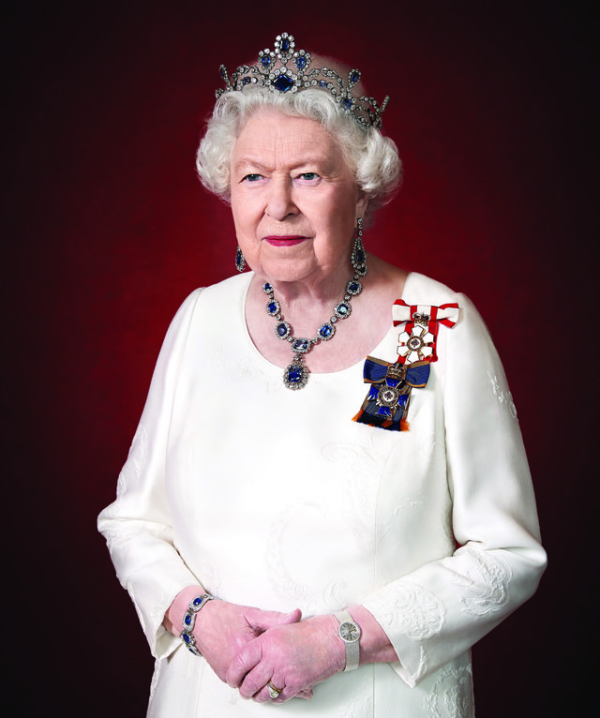 The Best Royal Jewels Of 2020 9 Bejeweled Official Portraits The Court Jeweller Her Majesty The Queen Queen Elizabeth Elizabeth Ii