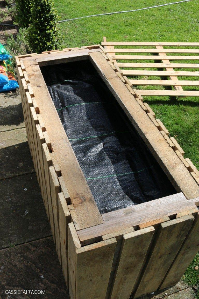 Garden DIY Upcycled pallet planter & patio privacy screen