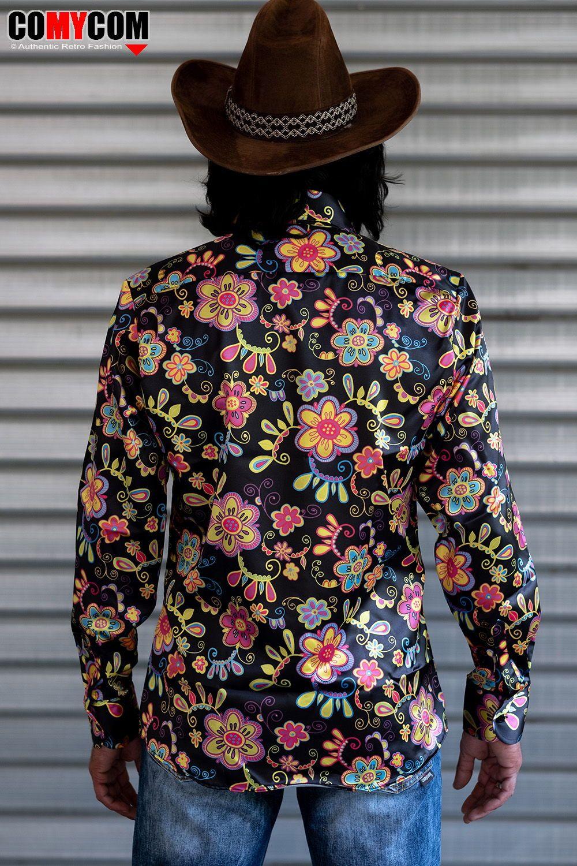 Im Stil Der 70er Flower Power Hippies Ein Knalliges Herrenhemd