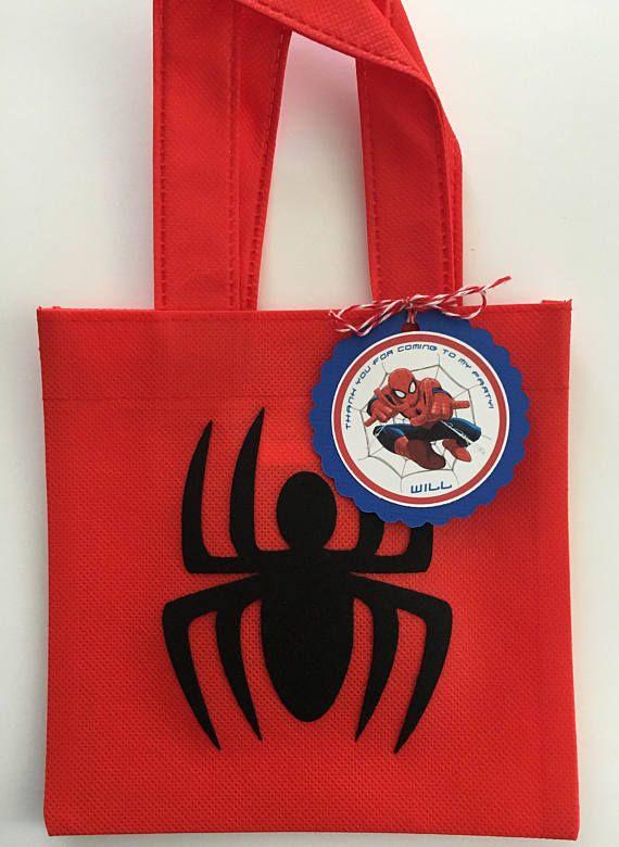 3cce21a27 Estos tratan bolsas son un complemento perfecto para tu fiesta temática de  Spiderman. Es la
