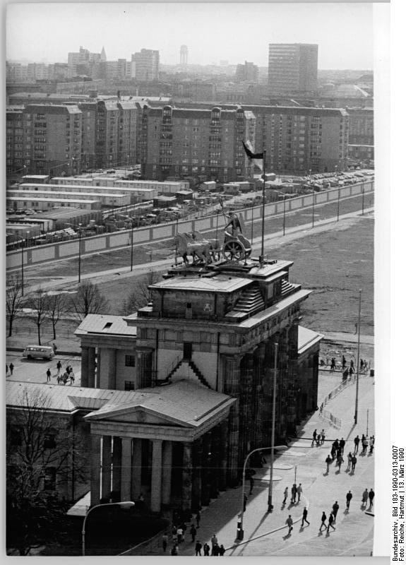 Berlin Mauer Brandenburger Tor March 1990 Fall Of Berlin Wall Berlin Wall West Berlin