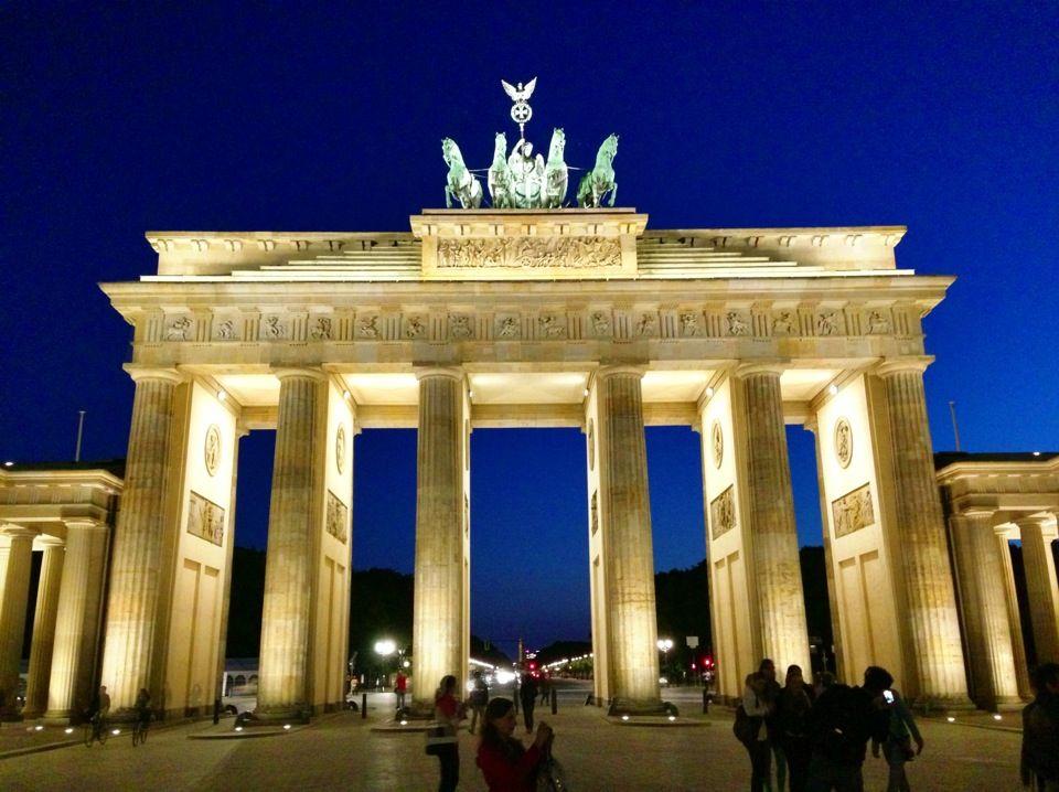 Brandenburger Tor In Berlin Berlin Brandenburg Gate Places In Europe Berlin Tour