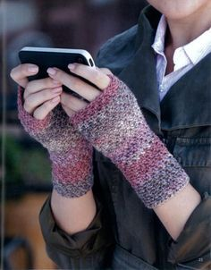 Maggie's Crochet · Texting Mitts