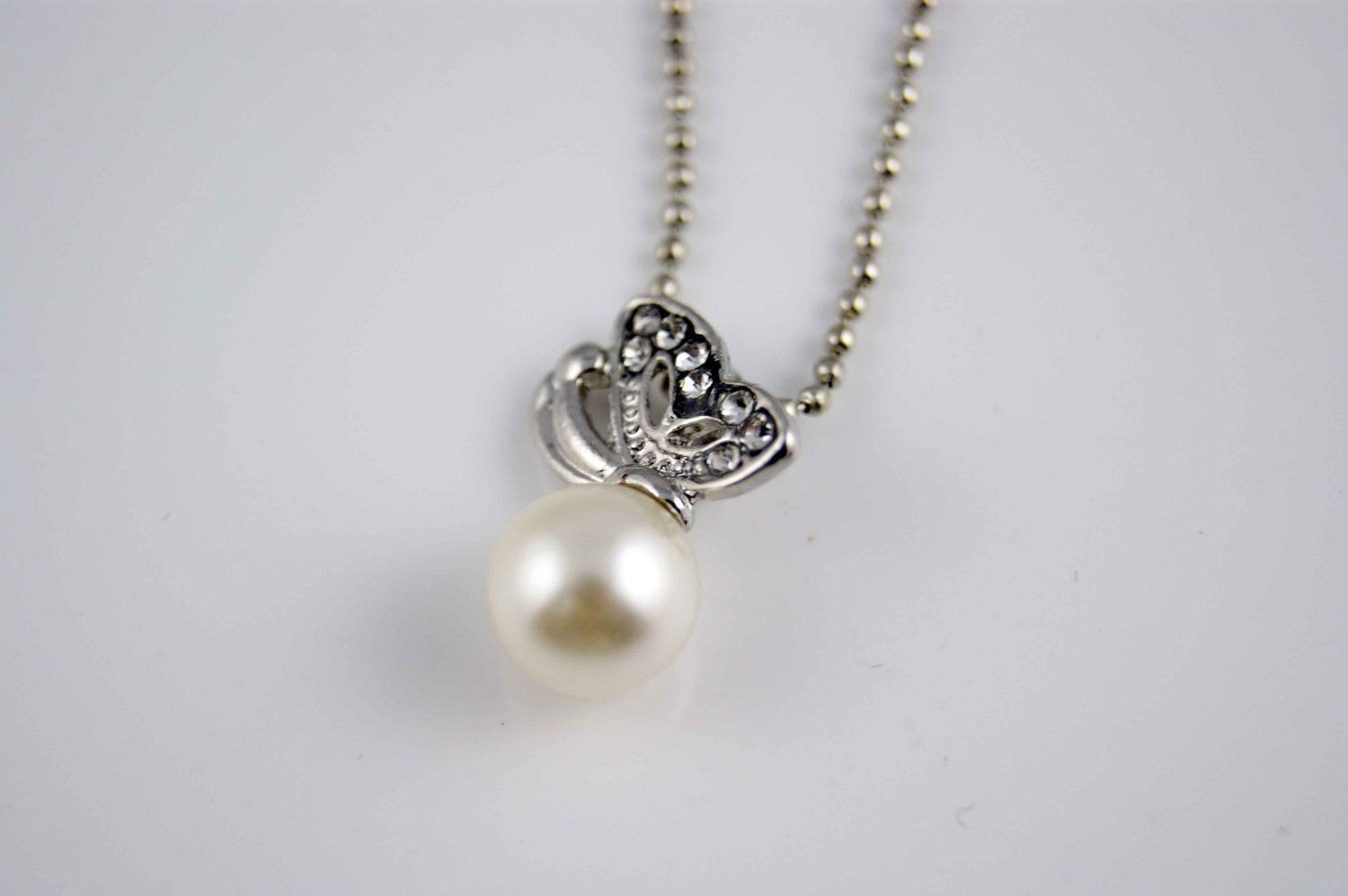 Artificial pearl necklace swarovski crystal butterfly wings necklace