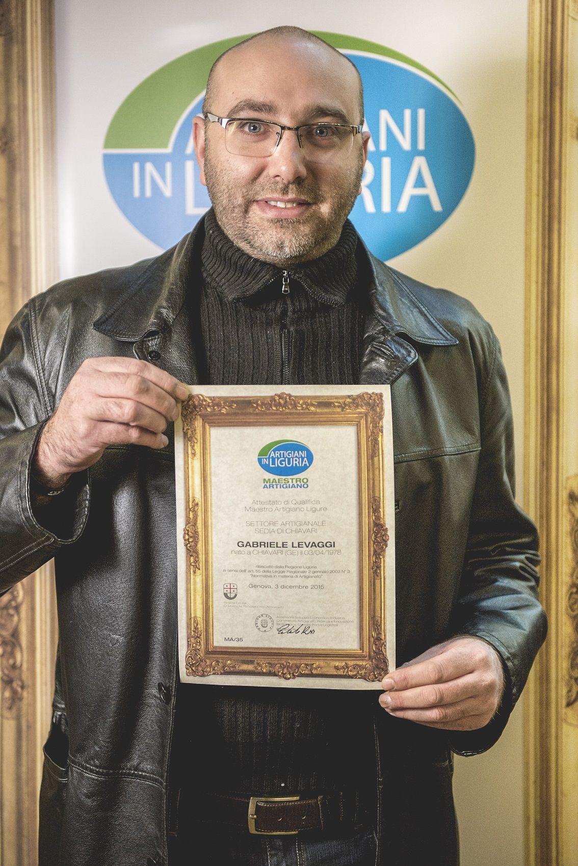 Gabriele Levaggi Maestro Artigiano della Sedia di Chiavari Ph Instantpic
