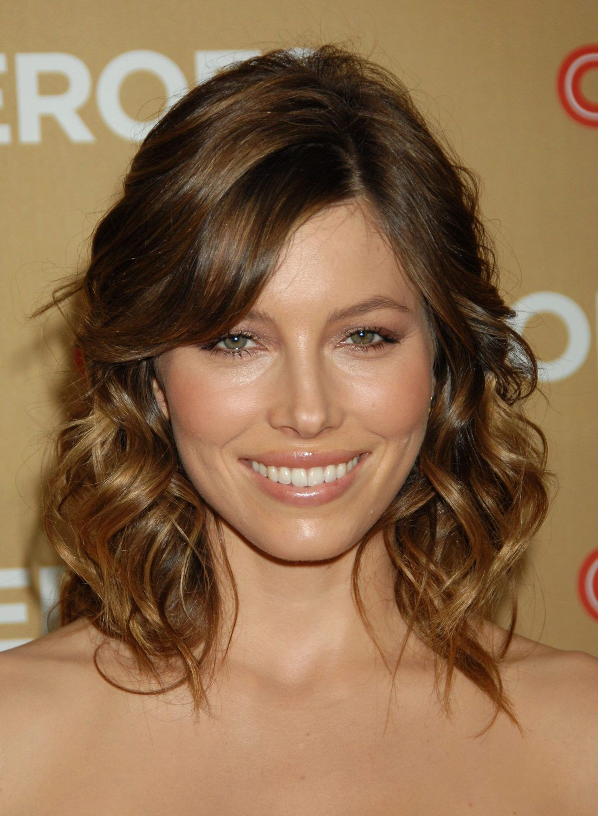 Brunette Short Hair Jessica Biel Bob Hairstyles Hairstyles With Bangs