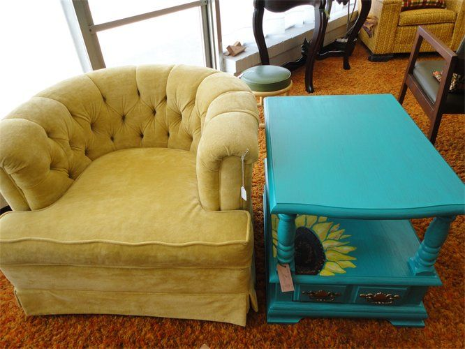similar yellow velvet tufted chair going in master.