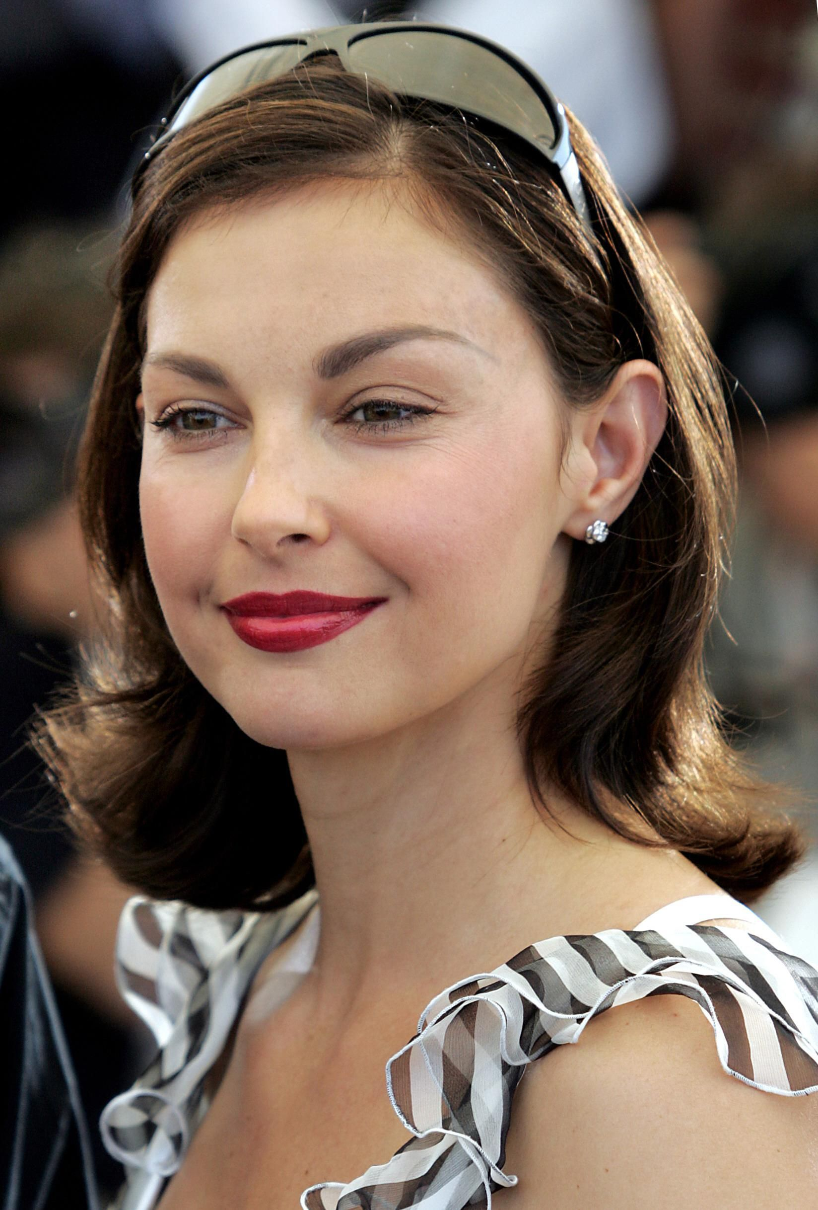Ashley Judd: pic #23848 - (ViathePinner, I use to attend the same Church she and Mom & Wyonna, in Nashville, TN. (If they still attend there, I don't know. But I do know the Pastor and the Regular Attenders at the Christ Church Pentecostal on Old Hickory Blvd. The Pastor and Attenders there won't go alone with her Belief in Hillary Clinton. It is rumored that Hilly has had too many close associates murdered that knew too much. Benghazi men died because of her! Hilly thinks alright to KILL a…