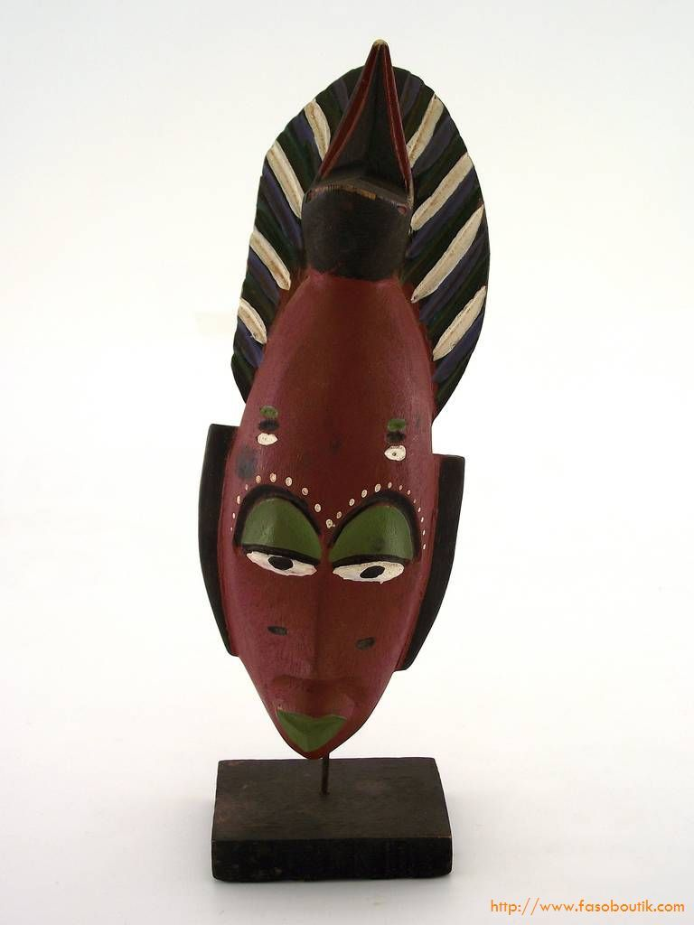 masque africain sur pied
