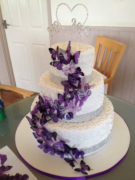 butterflies for wedding cakes purple butterfly wedding cake loving this design 12274