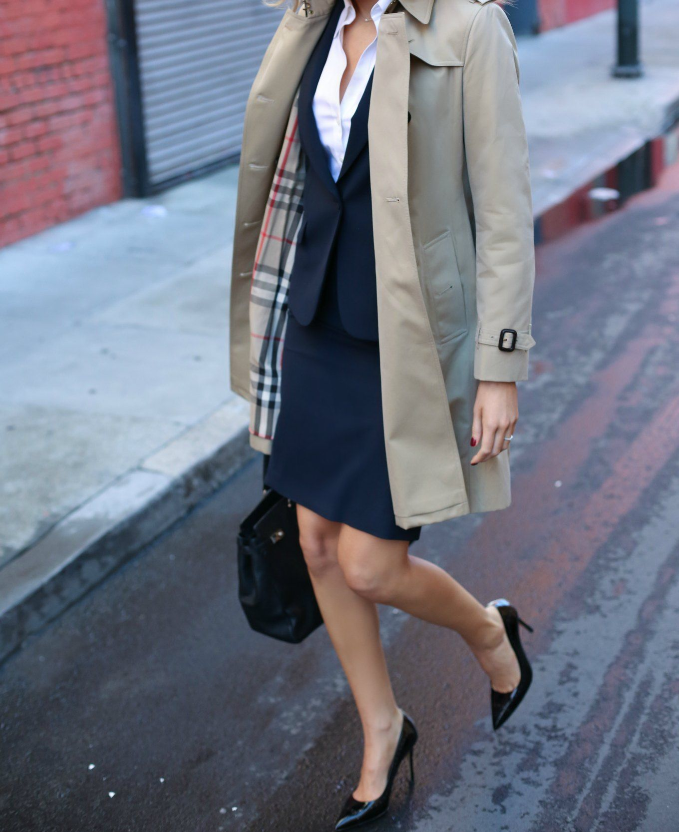 3fdbe6b73f burberry-kensington-trench-coat-henri-bendel-black-carlyle-tote-work-wear  interview-attire-professional-women-staples-fashion-style-blog-5