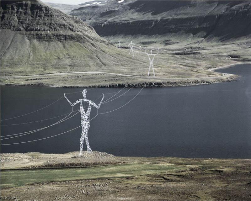 Briljante elektriciteitspalen in IJsland. pic.twitter.com/BECUGHk5ok