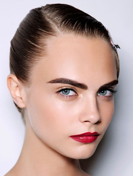 Cara looks stunning with this elegant yet natural look: strong ...