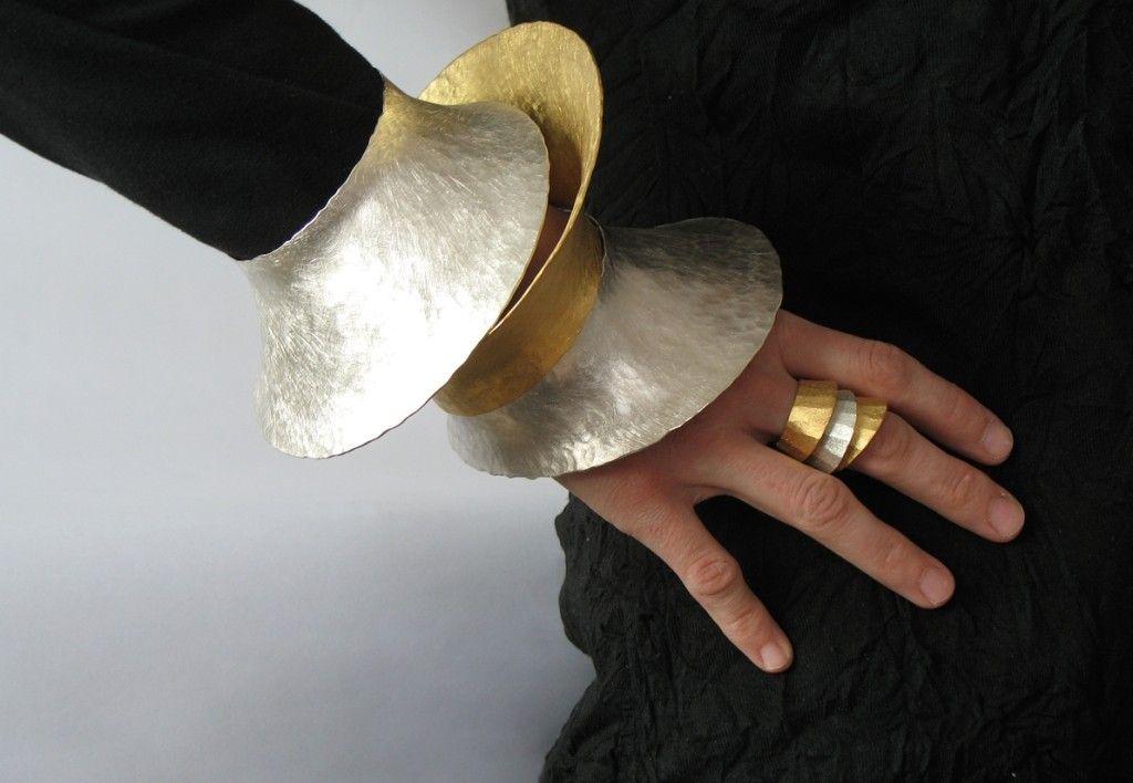Violetta Elisa Seliger – Armreifen und Ringe, Silber 925 und Silber 925 mit Feingold plattiert.