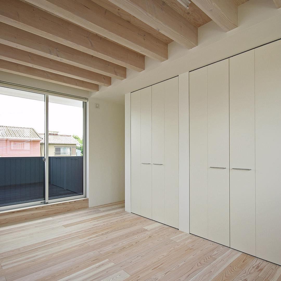 高田の家 2012年竣工 将来二つに仕切る子供部屋 床と天井の木材は白