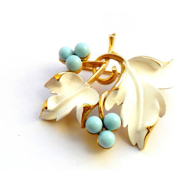Sarah Coventry Brooch Vintage Placid Beauty White Enamel Blue Berry... (53.435 COP) ❤ liked on Polyvore featuring jewelry, brooches, sarah coventry jewelry, gold leaf brooch, leaf brooch, white gold brooches and vintage jewelry