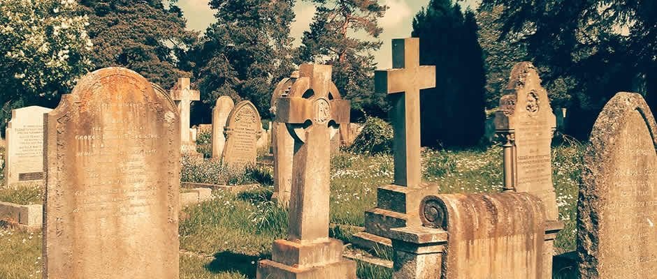 2 November Is All Soul S Day A Day When Roman Catholics And Anglo Catholic Churches Commemorate The Faithful Departed All Souls Day All Souls Office Holiday