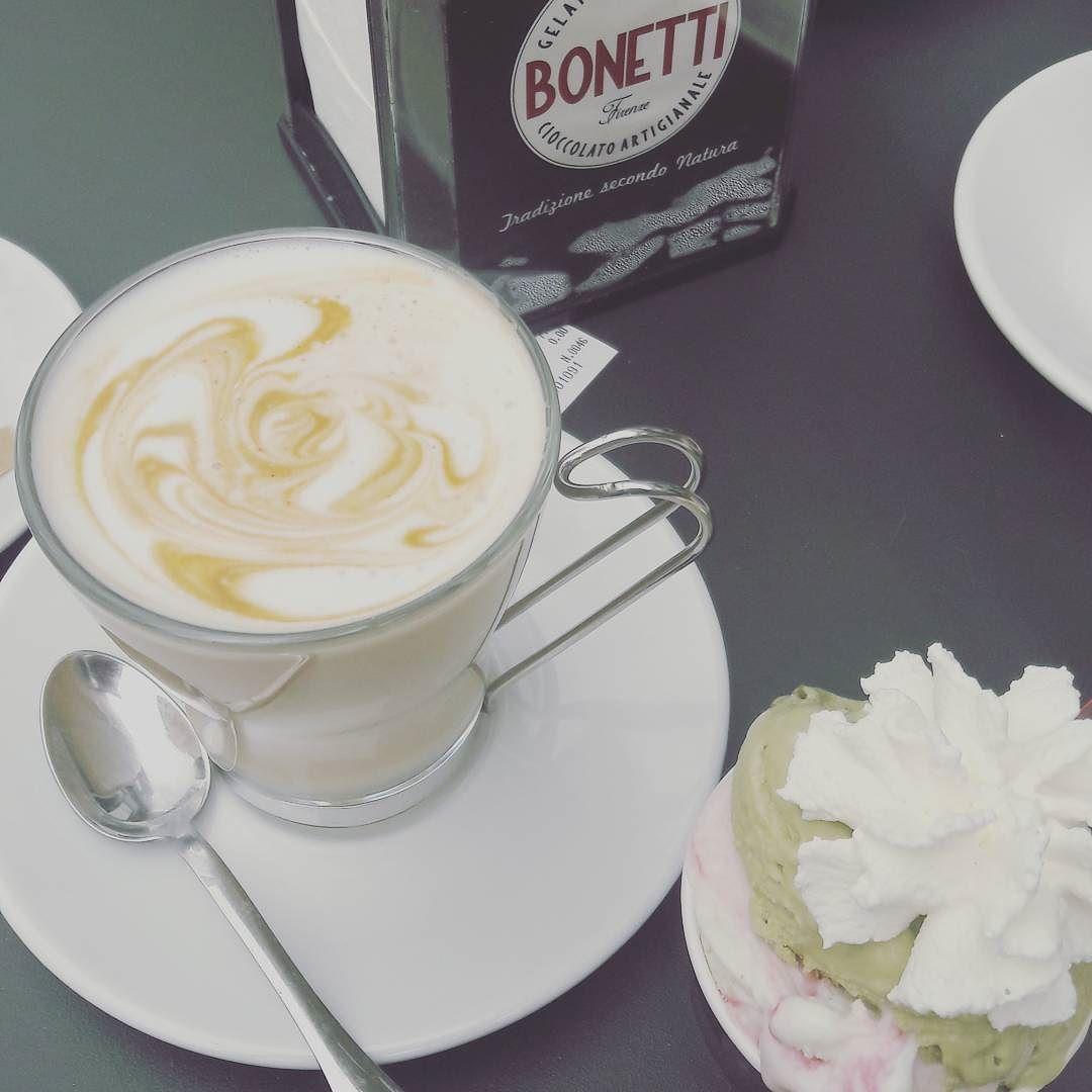 """Ehkä minusta tulee vielä barista. Itte """"swirlasin"""" kuvion. #gelatopistachio #cafelatte #italia #rimini #pardonmyfrench by hannishoo"""