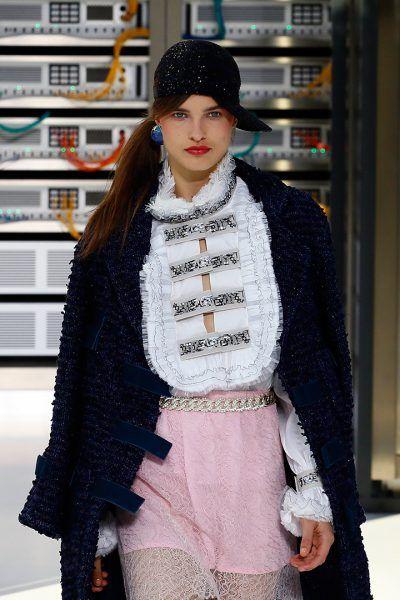 Karl Lagerfeld ha convertido Chanel, el desfile con la escenografía más esperada de la Semana de la Moda, en un #DataCenter